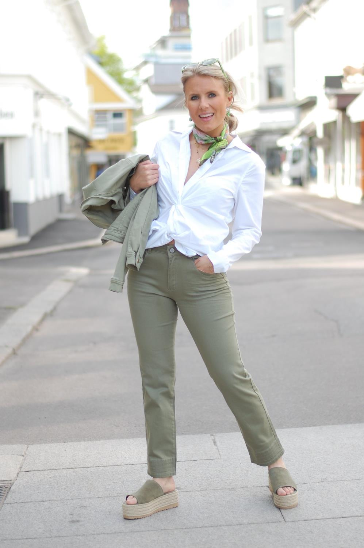 Hvit Hanna Knotted Shirt | katrin uri | Skjorter & bluser