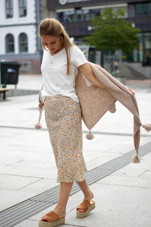 4abc937d Katrin Uri Cathrine Bias Skirt Flower - Villa Flamingo